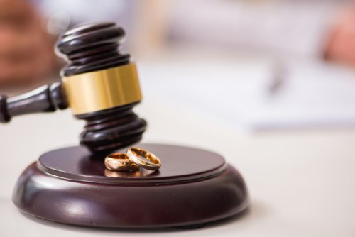 divorce.thumb.jpg.efe1a778b8b278a9a97b97bde6750625.jpg